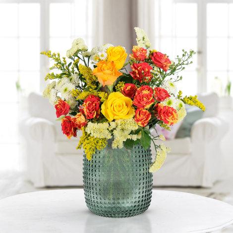 """Blumenstrauß """"Strahlender Dank"""" inkl. Vase für 24,94€ (Blume2000)"""