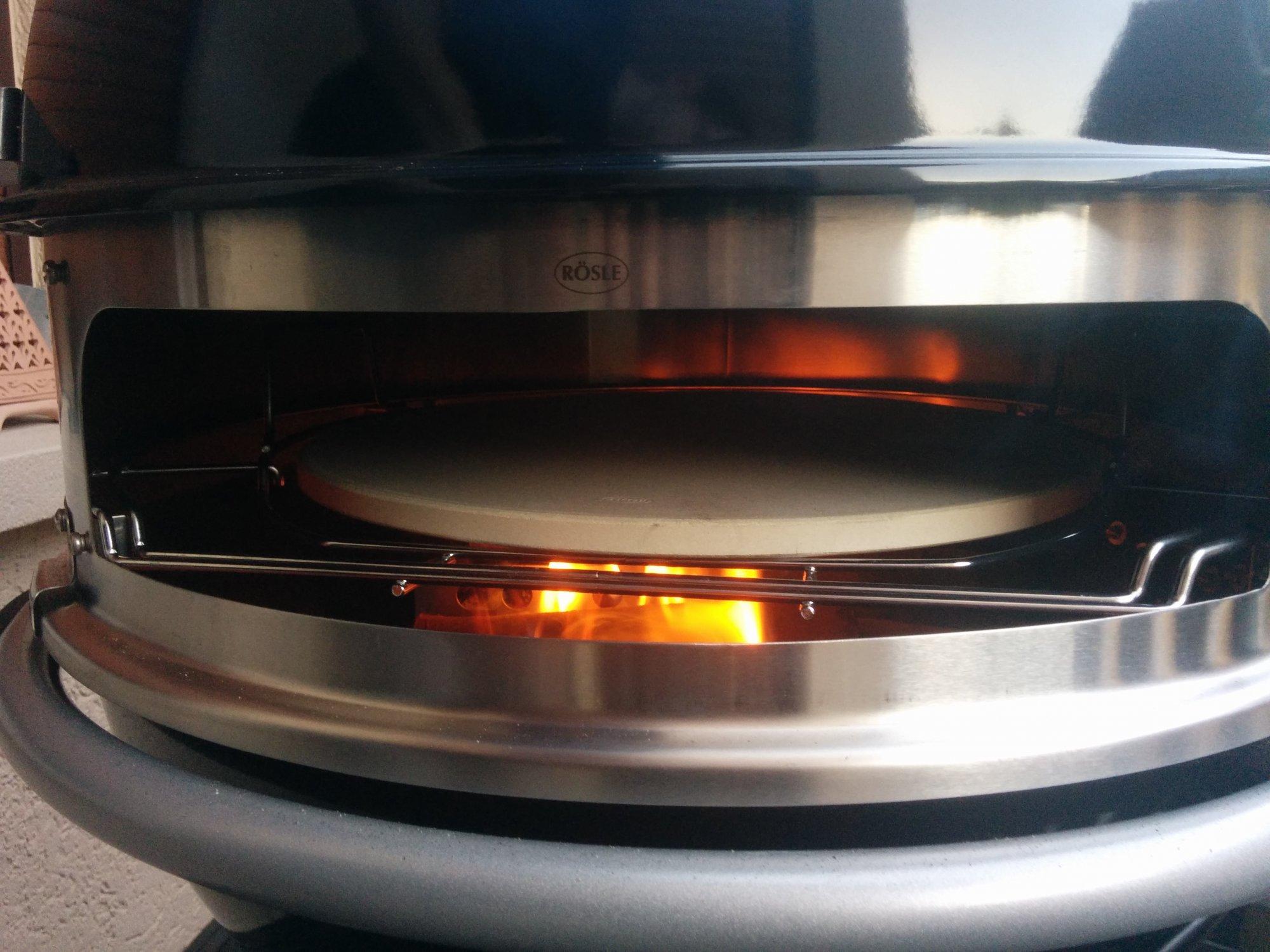 Rösle Gourmetring zum Pizza backen und grillen mit Drehspieß für 60 cm Kugelgrills