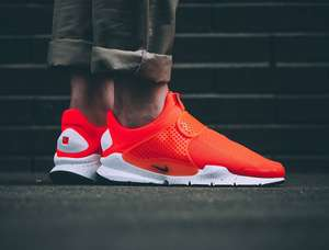 [overkill] Nike Sock Dart SE in Total Crimson / Black - White und Racer Blue / Racer Blue - White​ für 59,45€ (Gr. 36 - 45)