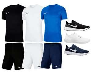 Nike Outfit Park (Shirt, Short & Revolution V Schuhe)