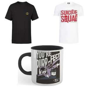 Bundle aus 2 DC Comics T-Shirts (Gr. XS - 5XL) und einer Tasse mit je verschiedenen Motiven für 19,99€ inkl. Versand