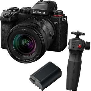 Panasonic Lumix S5 Systemkamera inkl. 20-60mm F3,5-5,6 & 50mm F1,8 Objektiv, Selfie Griff, Akku, 64GB SD & 5 Jahre Garantie | UK Digital