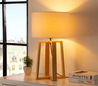 20% Rabatt auf Lampen von Loistaa, z.B. Tischleuchte Kabu mit Schirm aus Baumwolle und Fuß aus massiver Kiefer