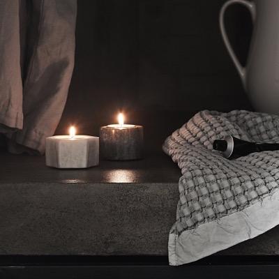 End-of-Summer-Sale bei Urbanara, z.B. 2er-Set Teelichthalter aus Marmor