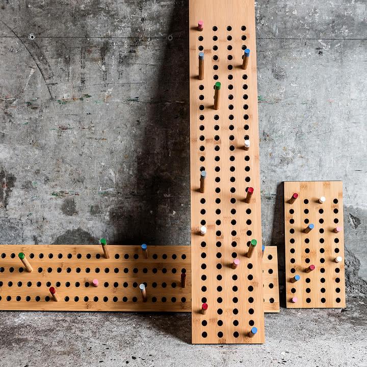 Garderobe Scoreboard von We do wood -horizontal oder vertikal [Ikarus]