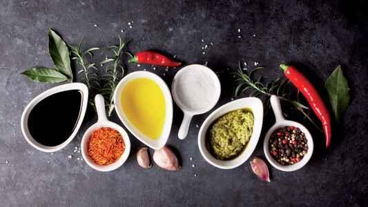 Olio Carli Neukundenangebot: Olivenöl (6x0,5) + Ballarini Pfanne + Öl Karaffe für 19,80