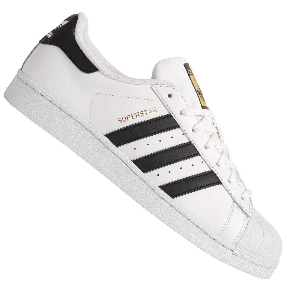 Adidas Originals Superstar Sneaker (in weiß oder weiß/schwarz) für 51,10€ + Füllartikel für Versandkosten