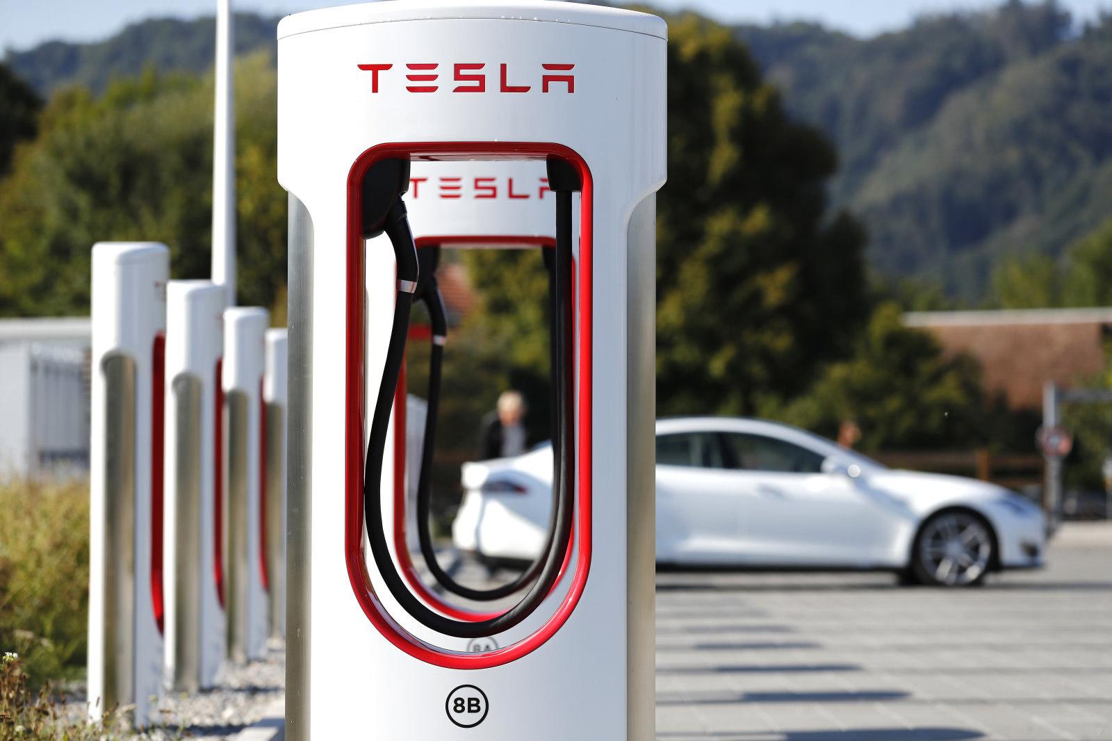 Kostenlos an V3 Superchargern laden [CCS außer Tesla)