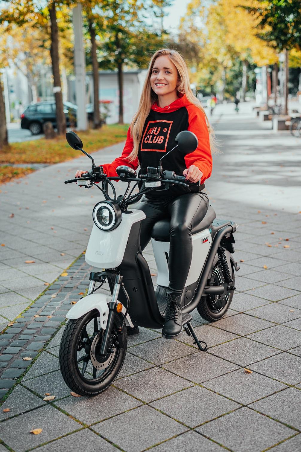 Elektroroller und E-Moped Angebote z. B. NIU, Super SOCO bis -17%