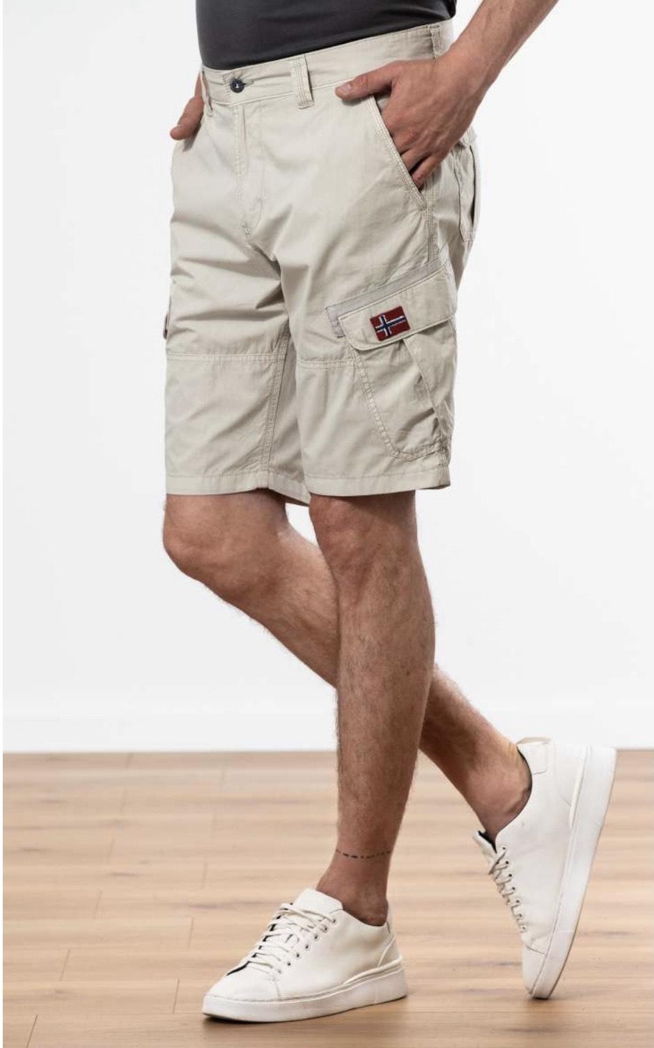 Napapijri Shorts mit Cargotaschen (UVP 89,99€)