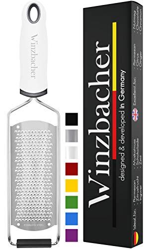 Winzbacher® - Premium Zester Reibe I Parmesanreibe, Zitronenreibe I Spülmaschinenfest I inkl. Schụtz & Reinigungsbürste (PRIME)