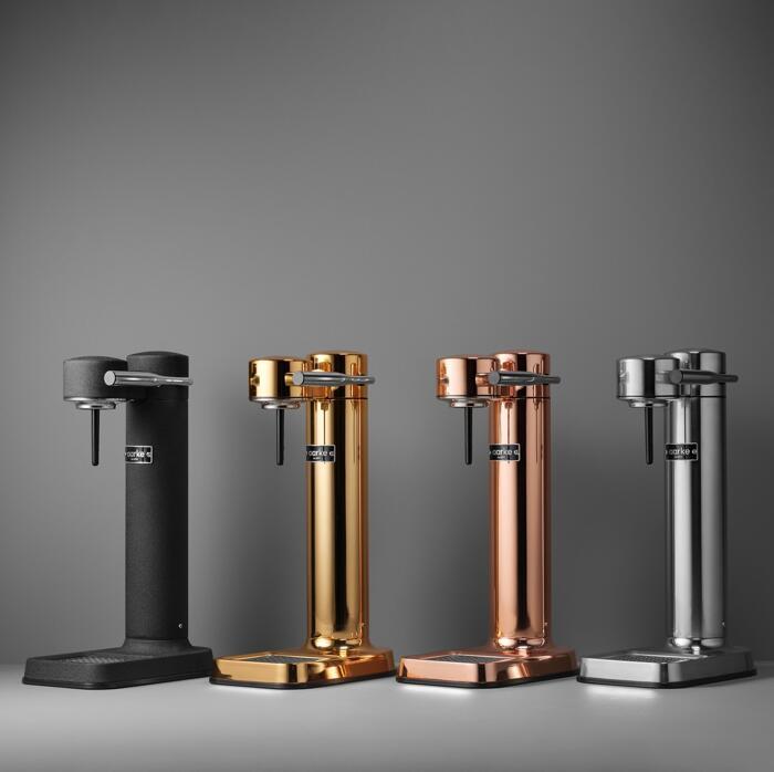 Aarke Carbonator II Wassersprudler in Polished Steel, Black Steel, Copper, Gold