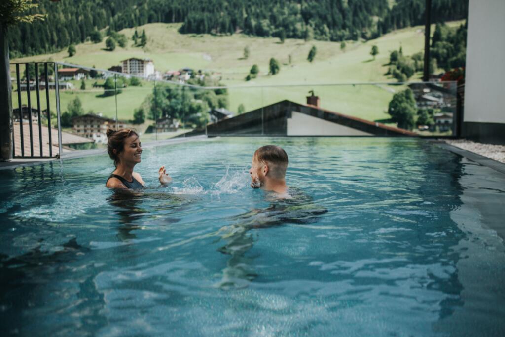 48% Ersparnis in Saalbach Hinterglemm - 1 Nacht inkl. Frühstück, Wellness und Endreinigung im Adler Resort ab 145 € bei einer Reise zu zweit