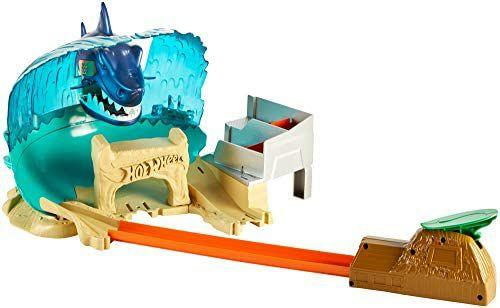 Hot Wheels City Hai Strand Attacke Set, großes Spielset inkl. 1 Spielzeugauto und Starter, ab 5 Jahren und ein weiteres Set [Amazon Prime]