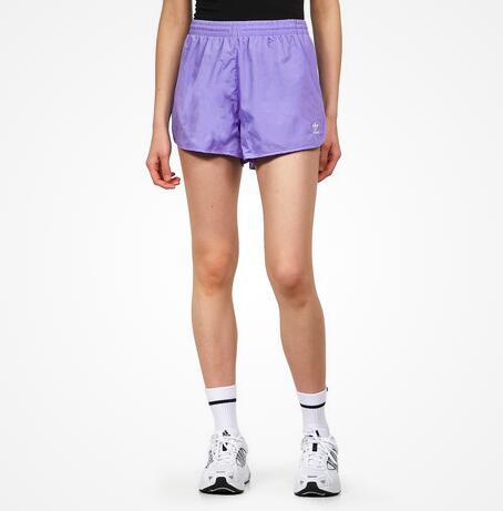 25% on Top auf alle Urban Fashion Sale Artikel, z.B. adidas 3 Stripes Shorts in Lila