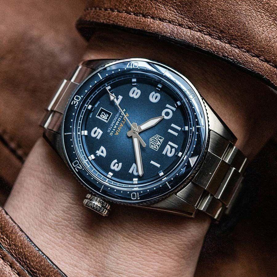 TAG Heuer Autavia Isograph Chronometer Automatikuhr rauchblau 42 mm - aktuelles Modell 900€ unter Liste