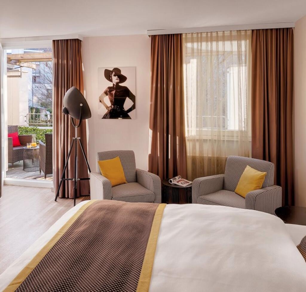 Düsseldorf: 4*Hotel Indigo - Victoriaplatz - Doppelzimmer inkl. Frühstuck & Superior-Upgrade / gratis Storno / bis Dezember 2022