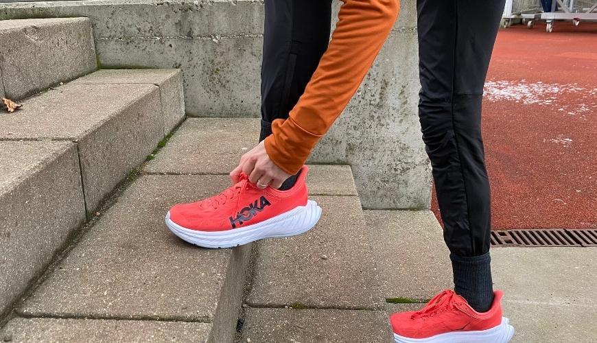 Herren Wettkampf Laufschuhe : Hoka Carbon X 2 Rot Größe 42 - 44.5 (Neutral, Carbon-Platte, 5mm Sprengung, 239g)