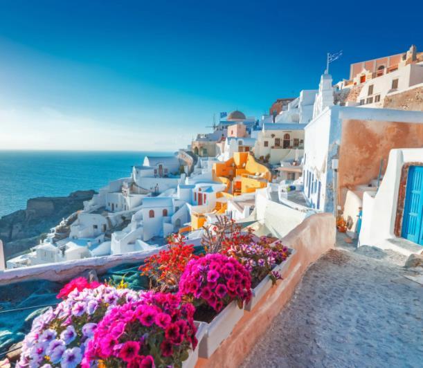 Santorini / Griechenland: Eine Woche im 4* Hotel Mediterranean White inkl. Frühstück (kostenlos stornierbar) für 231€ p.P. (Oktober)
