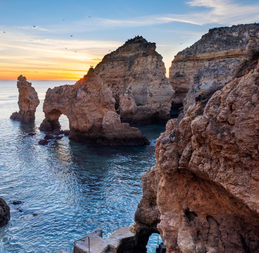 Flüge: Portugal (kein Virusvariantengebiet mehr) [Juli] Hin- & Rückflug ab div. Airports mit Ryanair nach Faro, Lissabon, Porto ab 14€