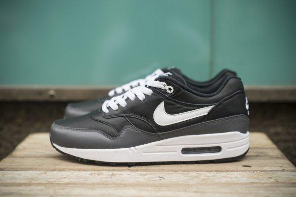 Sneaker Sale! u.a. Nike Air Max 1 LTR Leather Leder  @Solehunters