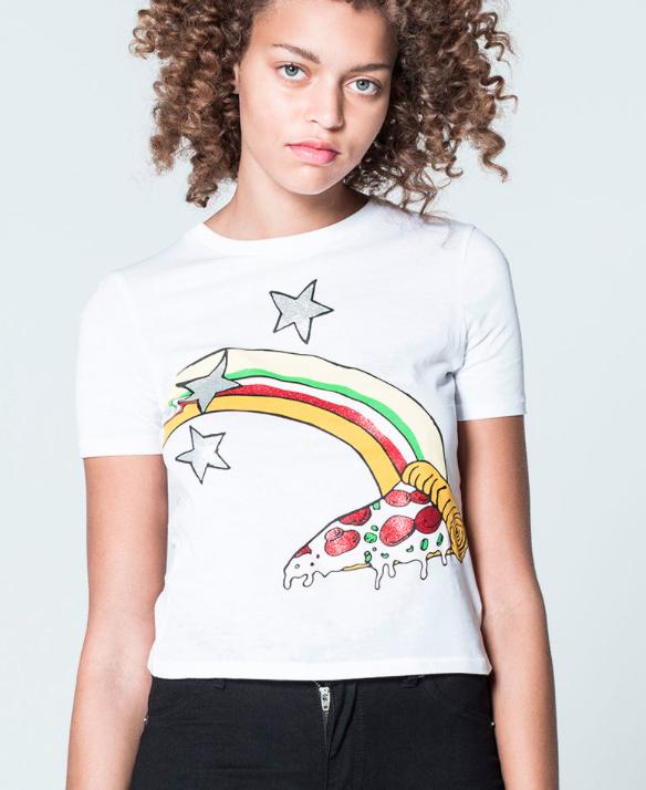 24h Pre-Sale bei Cheap Monday mit bis zu 50% Rabatt auf neue Kollektion, z.B. verträumtes Pizza T-Shirt für 19€ statt 25€